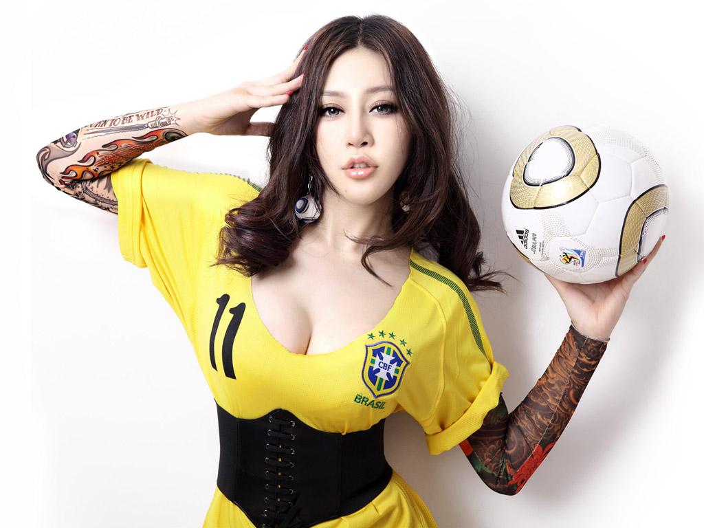 足球宝贝美女(多分辨率)(壁纸1)
