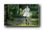美女摄影宽屏壁纸《爱丽丝梦游仙境》