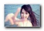 沙滩朦胧美女妃小美宽屏壁纸